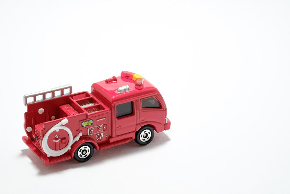 地震による車両損害は自動車保険に付帯されている「地震・噴火・津波車両損害特約」で担保される